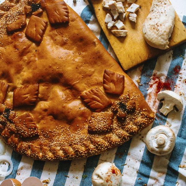 Пирог с курицей и грибами сдобный