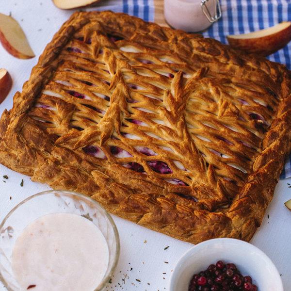 Пирог с яблоком и брусникой 3